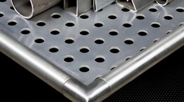 Металлические экраны на батарею отопления